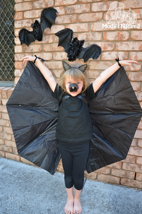 Make a bat costume with an umbrella2
