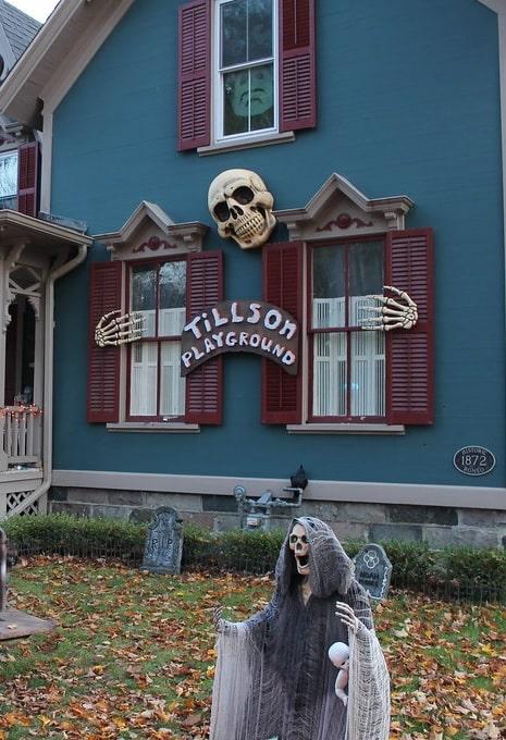 most creepy halloween decoration front yard 1