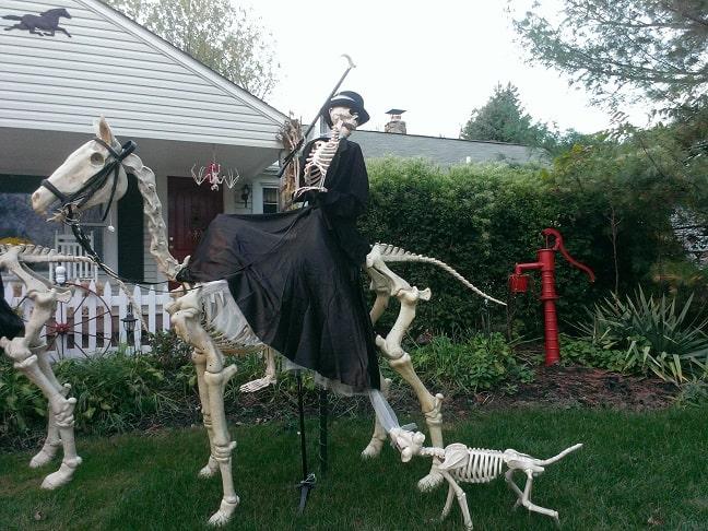 most creepy halloween decoration front yard 12.1