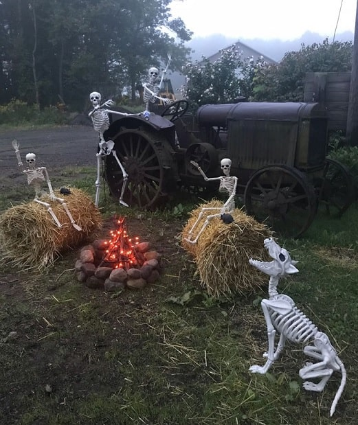most creepy halloween decoration front yard 15