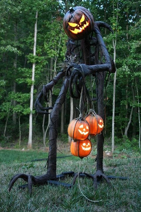 most creepy halloween decoration front yard 2