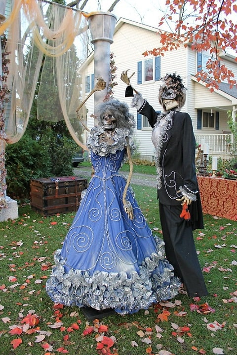 most creepy halloween decoration front yard 4