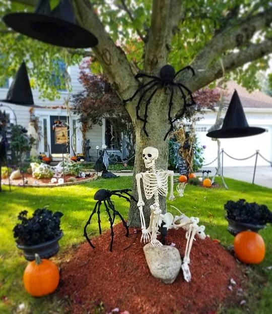 most creepy halloween decoration front yard 41