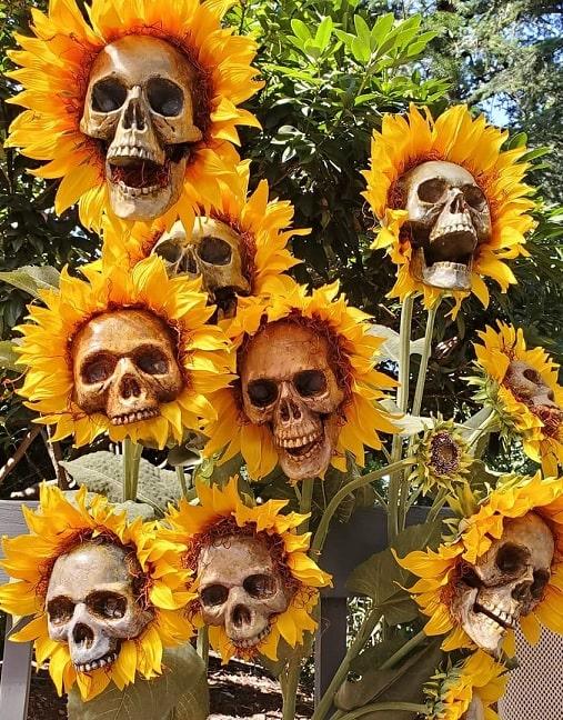 most creepy halloween decoration front yard 42