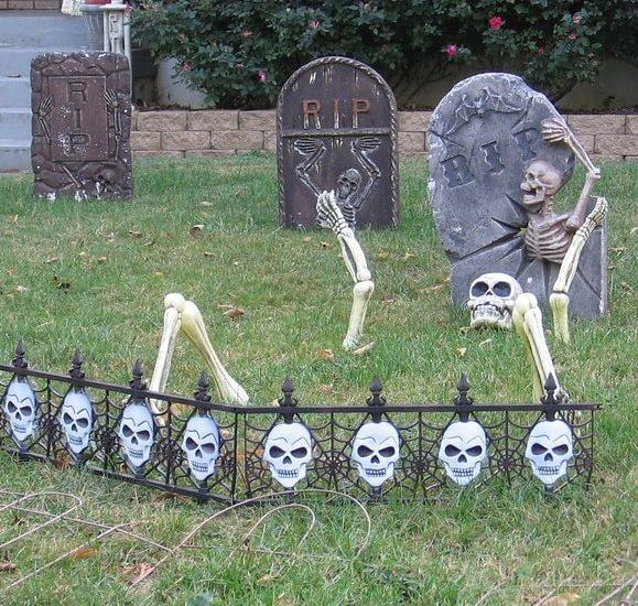 most creepy halloween decoration front yard 6