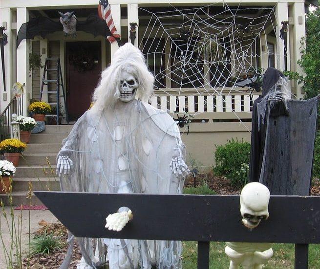 most creepy halloween decoration front yard 7