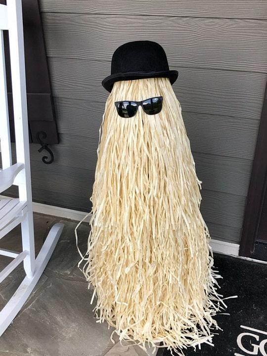 most creepy halloween decoration front yard 8