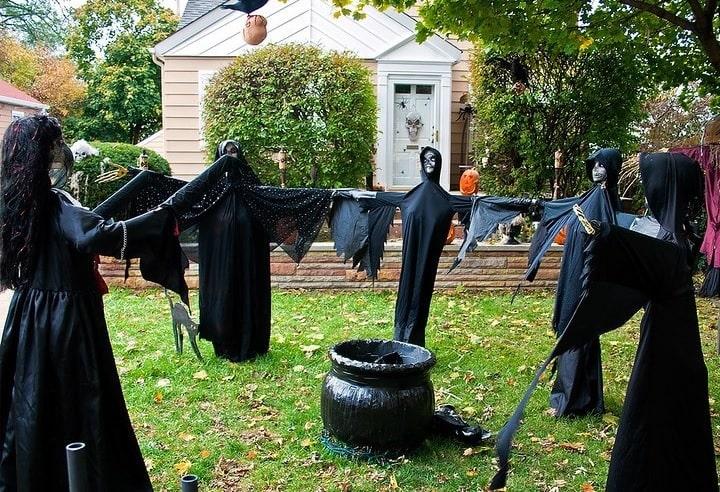 most creepy halloween decoration front yard 9