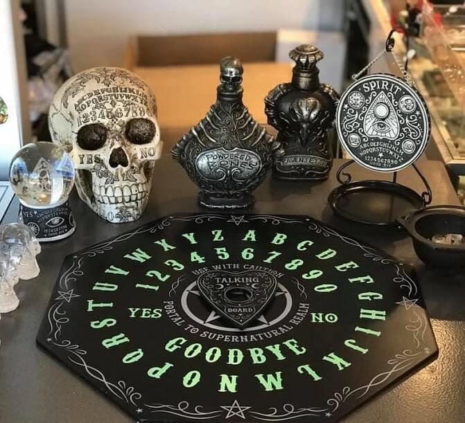 cheap easy diy indoor halloween decoration ideas 2