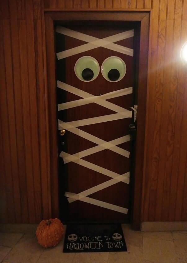 diy halloween door decorations ideas 10