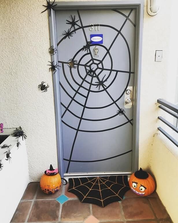 diy halloween door decorations ideas 11