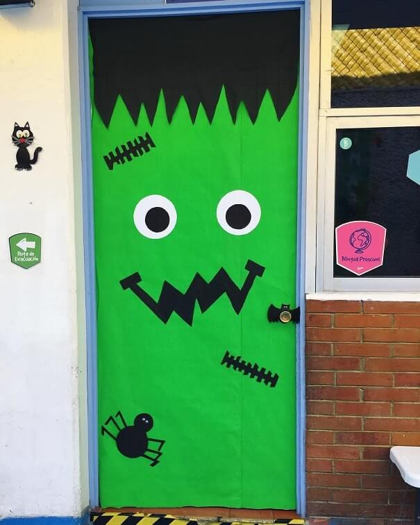 diy halloween door decorations ideas 2