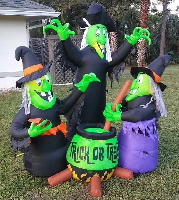 most creepy halloween decoration front yard 31
