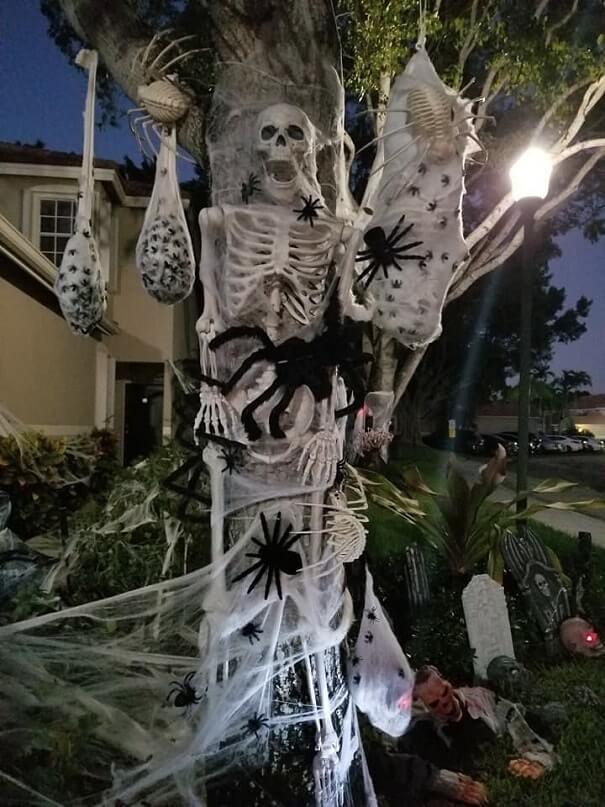 most creepy halloween decoration front yard 32