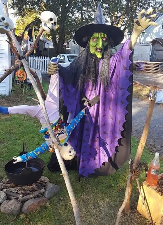 most creepy halloween decoration front yard 79