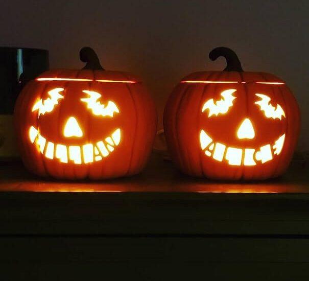 diy halloween door decorations ideas 33