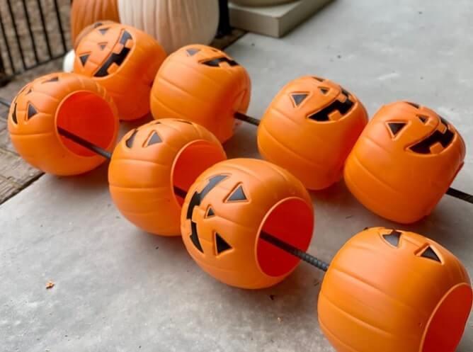 diy plastic pumpkin bucket planters 2