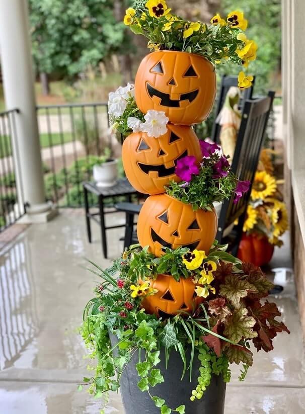 diy plastic pumpkin bucket planters 4
