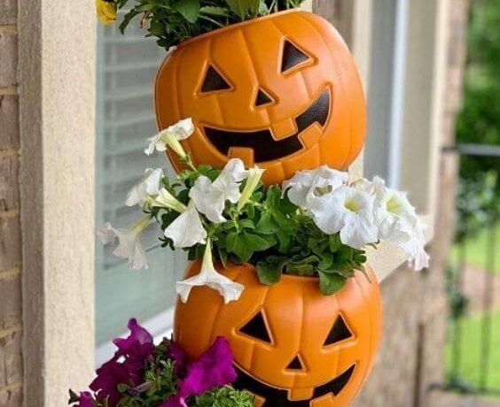 diy plastic pumpkin bucket planters 5